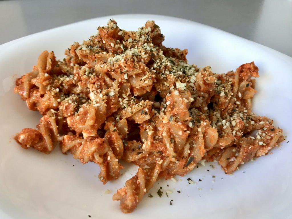 Makaron z pesto pomidorowym