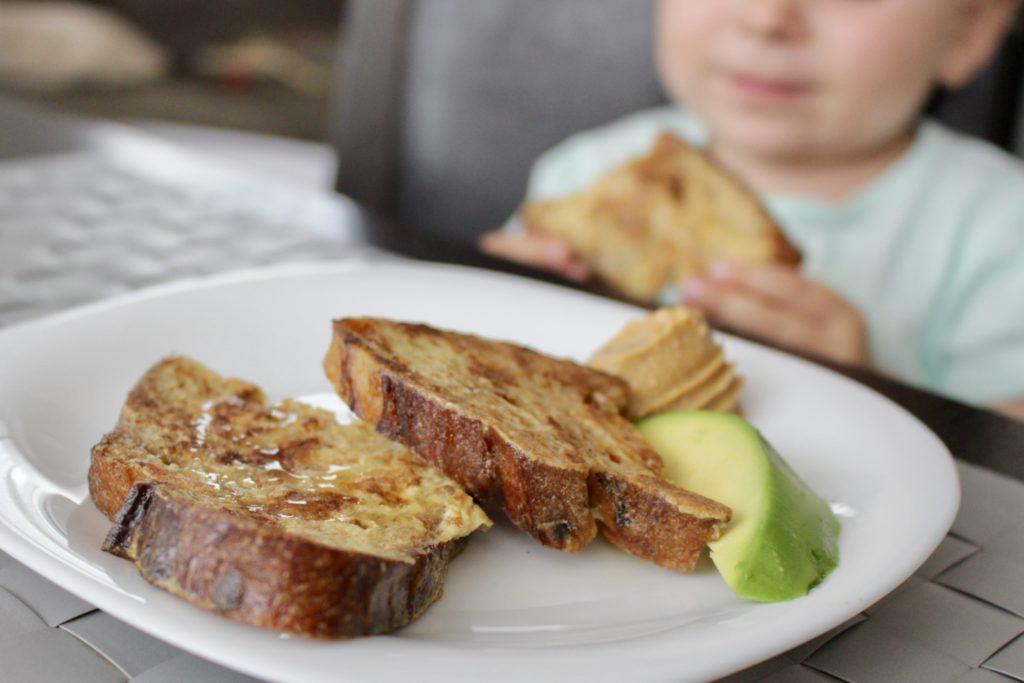 Chleb w jajku z nutą cynamonu i kokosa. BLW.