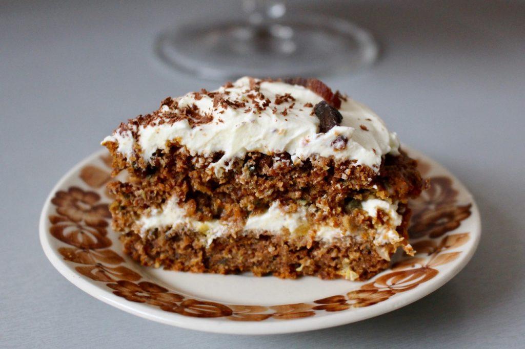 Ciasto marchewkowo-orzechowe z pomarańczowym mascarpone