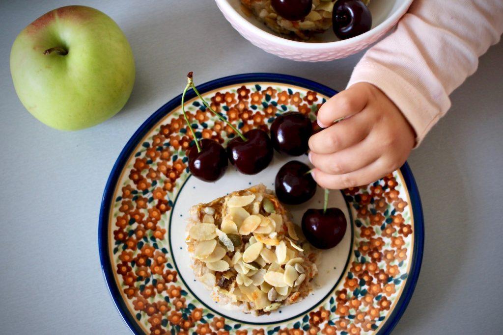 Zapiekane płatki ryżowe z jabłkiem i marchewką. Bez mleka i glutenu BLW