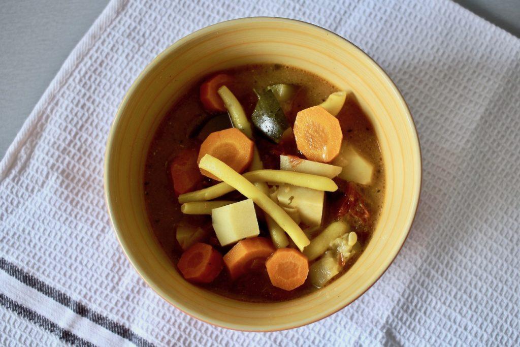 Letnia zupa fasolowa z nutą cynamonu blw