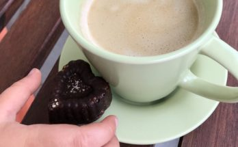 Domowe czekoladki karobowe z amarantusem