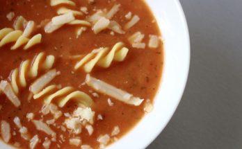 Zupa krem z papryki i świeżych pomidorów