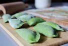 Szpinakowe pierogi z kaszą jaglaną i gruszką blw